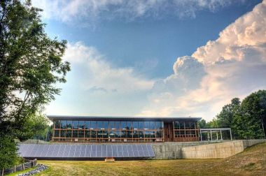 Omega Center for Sustainable Living at Rhinebeck, New York. Photo by Andy Milford from Dahlonega, GA. From Wikimedia Commons.