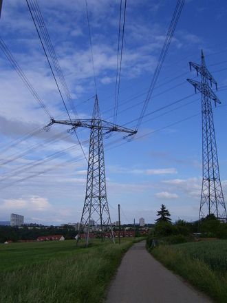 German transmission lines. Photo by Calson2. Wikimedia Commons.