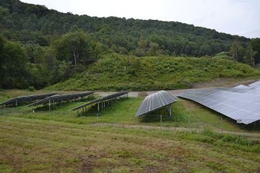 SunGen Sharon Solar Farm in Sharon, Vermont. Photo by SayCheeeeeese, Wikimedia Commons