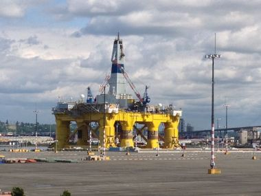 Shell Oil's Polar Pioneer Arctic Drilling Rig. Photo by Chas Redmond from Seattle WA, USA. Wikimedia Commons.