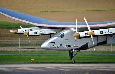 Solar Impulse SI2 in 2014. Photo by Milko Vuille. Wikimedia Commons.