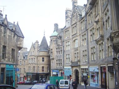 Cockburn Street in Edinburgh. Photo by David Monniaux. Wikimedia Commons.