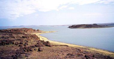 View of Lake Turkana, Kenya. Photo by Doron.GNU Free Documentation License. Wikimedia Commons.