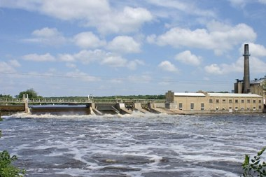 Sartell Dam. Photo by Daveswagon. Put into the public domain by the author.