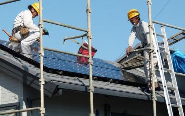Solar panel installation in Yokohama, Japan. Author: CoCreatr. License: Creative Commons, Attribution-ShareAlike 2.0 Generic