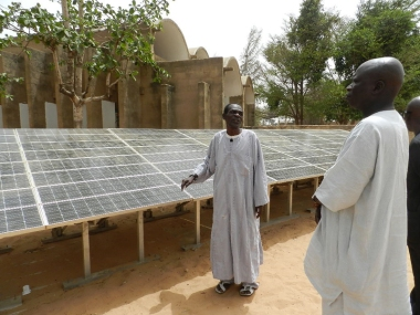 Solar panels in Senegal. Photo by Fratelli dell'Uomo Onlus, Elena Pisano, Wikimedia Commons.