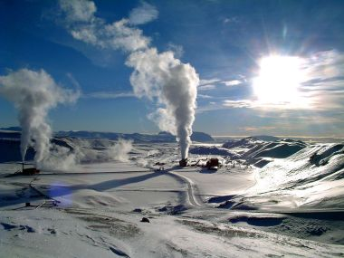 Krafla geothermal power plant in Iceland. Photo by Ásgeir Eggertsson. Creative Commons Attribution-Share Alike 3.0 Unported license. Wikimedia Commons.