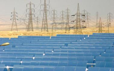 Kuraymat solar-natural gas power plant in Egypt. Author: Kuraymat. License: Creative Commons.