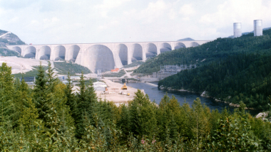 Daniel-Johnson's Manic 5 dam in Quebec, the largest arch and buttress dam in the world. Photo by Pierre cb. This image was placed into the public domain by the author.