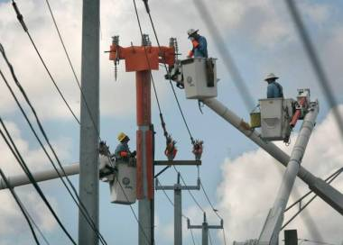 Florida Power and Light workers replaced wood poles with sturdier concrete poles after a record number of hurricanes hit South Florida between 2004 and 2005. J. Albert Diaz Miami Herald Staff