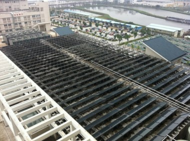 Solar panels at new Zhongshan TCM Hospital Image by罗伯特(some rights reserved)