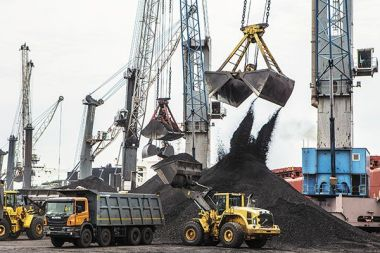 Coal being unloaded at a port in Andhra Pradesh. India plans to double its coal output by 2020. Image: Amit Dave / Reuters