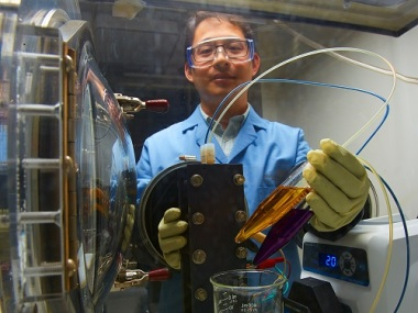 PNNL researcher Xiaoliang Wei prepares a small demonstration organic flow battery. (Source: PNNL)