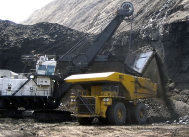 Loading coal at the Black Thunder Mine in Wright, Wyoming. AP photo / Matt Brown