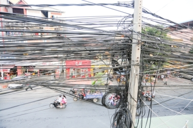Tangled power cables are commonplace in Phnom Penh, like the ones above on Street 63. KT/ Mai Vireak