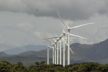 Wind turbines are pictured at a wind farm in Penonome, Panama, Nov. 10, 2015. Photo: Carlos Jasso / Reuters