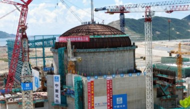 The dome of a containment structure is hoisted into position at the Taishan Unit 2 nuclear power plant. Photos: Corbis