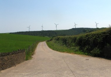 Entrance of the Parc Cynog wind farm. Photo by lizzie. CC BY-SA 2.0. Wikimedia Commons.