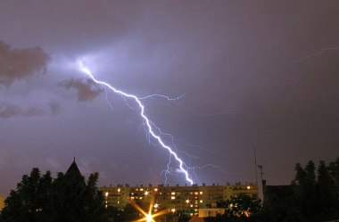 Lightning strikes may increase by about 12% for every degree Celsius gained. Axel Rouvin via Wikimedia Commons