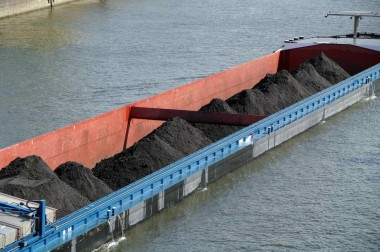 Two of the world's largest markets for coal, India and China, are cutting imports with India falling 34% last year and China by 31%. Image: Shutterstock