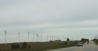 Wisconsin wind farm. Photo by Royalbroil. CC BY-SA 3.0 unported. Wikimedia Commons.