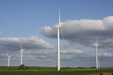 Wind turbines in Wisconsin. Photo by Royalbroil. CC BY-SA 3.0 unported. Wikimedia Commons.