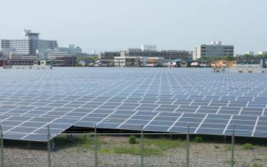Solar farm in Japan. Author: Haruhiko Okumura. License: Creative Commons, Attribution 2.0 Generic.