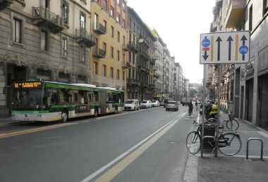 Milano, via Carducci. Photo by Friedrichstrasse. CC BY-SA 3.0. Wikimedia Commons.