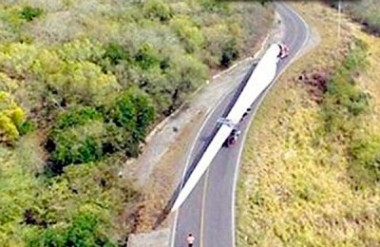 Long load: wind turbine blade en route to new Tamaulipas wind farm. El Sol de Tampico