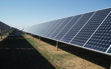 Solar PV park. Author: mdreyno. License: Creative Commons, Attribution 2.0 Generic.
