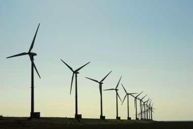 Kansas City Power and Light will tap into regional wind sources. Image from thinkstock.com.