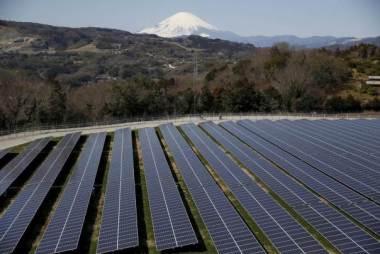 Solar panels near Nakai town, Kanagawa prefecture, Japan, March 1, 2016. Reuters / Issei Kato