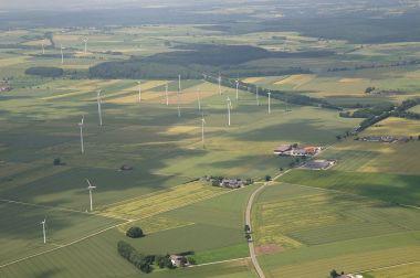 Windpark Sintfeld Sauerland Ost. Photo by Teta. CC-BY-SA 3.0. Wikimedia Commons.