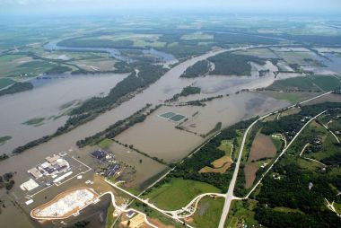 The Fort Calhoun plant flooded in 2011. Army Corps of Engineers photo. Public domain. Wikimedia Commons.
