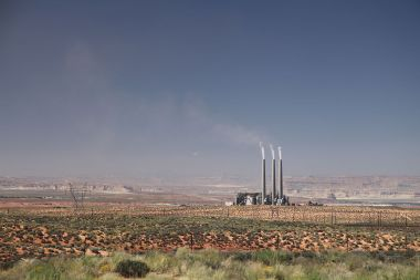 Navajo Generating Station near Page, Arizona. Photo by Daniel Schwen. CC BY-SA 2.0 unported. Wikimedia Commons.