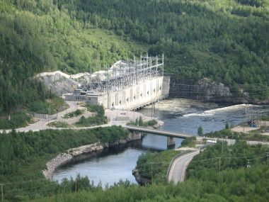 Hydro-Québec's Manic-cinq electric power plant. Photo by Bouchecl. CC BY-SA 3.o unported. Wikimedia Commons.