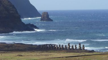 Statues on Easter Island. Photo by Aupaelfary. CC BY-SA 3.0 unported. Wikimedia Commons.