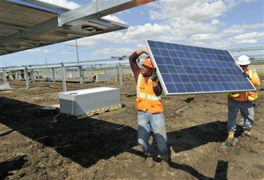 Lincoln Electric System's community solar project. Eric Gregory, The Journal Star via AP