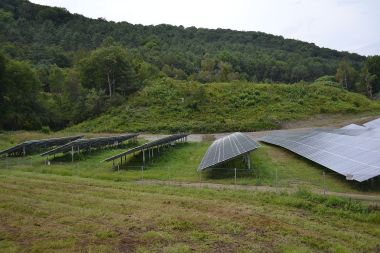 SunGen Sharon Solar Farm in Sharon, Vermont. Photo by SayCheeeeeese. CC0 public domain. Wikimedia Commons.