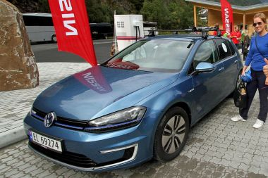 VW e-Golf electric car in Norway. Photo by Norsk Elbilforening (Norwegian Electric Vehicle Association). CC BY-SA 2.0 generic. Wikimedia Commons.