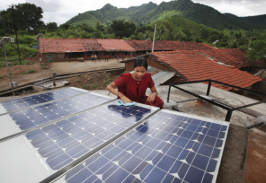 Building an Indian microgrid. UK Department for International Development photo.