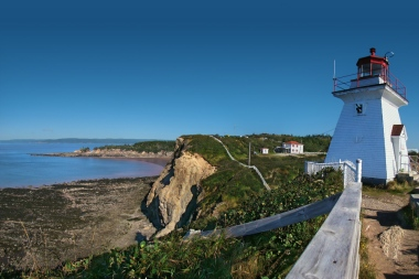 Cape Enrage, Bay of Fundy, New Brunswick. Photo by Tango7174. CC BY-SA 4.0 international. Wikimedia Commons.