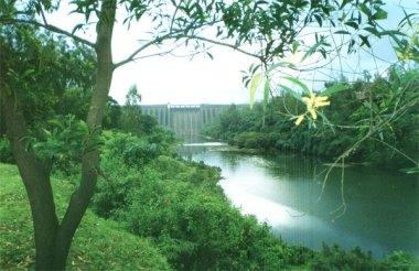 The Koyna Dam in Maharashtra, India. Photo by Nichalp. CC BY-SA 2.5. Wikimedia Commons.