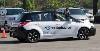 Nissan electric test car. Photo byJM Rosenfeld (flickr).CC BY-SA 2.0. Wikimedia Commons.