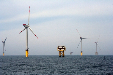 Offshore wind farm with substation. Photo by energy.gov.Public domain. Wikimedia Commons.