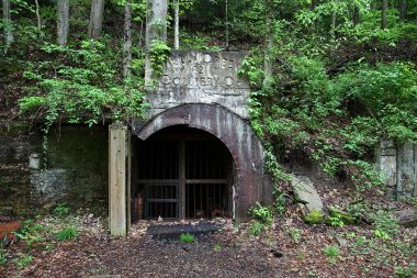 Abandoned coal mine in West Virginia. Photo by ForestWander. CC BY-SA 3.0 US. Wikimedia Commons.
