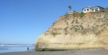 A cliff overlooking Solana Beach, Calif. Photo by Jamie Lantzy, courtesy of Flickr.