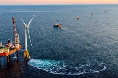 Deepwater wind - first US offshore project. Deepwater wind photo.