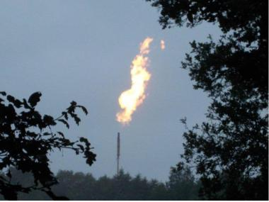 Flaring natural gas. Photo by Battenbrook. CC BY-SA 3.0. Wikimedia Commons.
