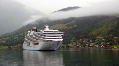 Crystal Serenity in a Norwegian Fjord. Photo by Bundesstefan. CC BY-SA 3.0. Wikimedia Commons.